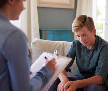 7-sinais-de-que-e-necessario-levar-a-crianca-no-psicologo.jpeg